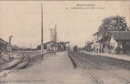 Trein     Bourbonnais  Varennes Sur Allier   La Gare Station   Stoomtrein  Perron            Nr 931 - Tramways