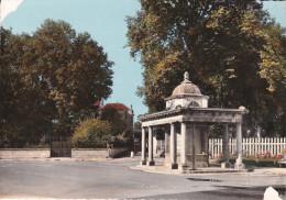 Francia--Bourbonne-les-Bains--La Fontaine-- - Bourbonne Les Bains