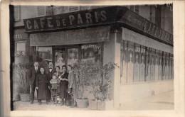 ��  -   Carte-Photo non Situ�e   -  Devanture du Caf� de Paris  -  Groupe de Personnes    -  ��