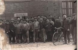 ��  -   Carte-Photo non Situ�e   -   Groupe  d'Ouvriers  devant le Bureau d'une Usine  -  ��