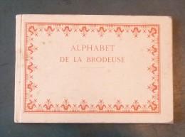 Alphabet De La Brodeuse Lettres Chiffres Monogrammes Et Ornements A Points Comptés - Altri