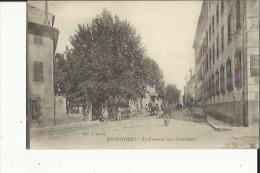 Brignoles  83   Le Couvent Des Ursulines Et Rue Tres Animée - Brignoles