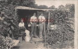 92 - CHATILLON - Carte Photo Du 20 Juillet 1924 - Notre Jardin - 2 Hommes Et 1 Femme Dans Une Cabane   - 2 Scans - Châtillon
