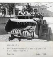 PHOTO 10.5X10.5 (85)     LE POIRE SUR VIE Batteleuse Presse A Faible Densité 1962 (engin Agricole) - Poiré-sur-Vie