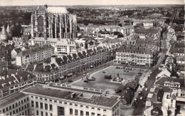 60 BEAUVAIS LA PLACE JEANNE HACHETTE / EN AVION AU DESSUS DE .... / VUE AERIENNE - Beauvais