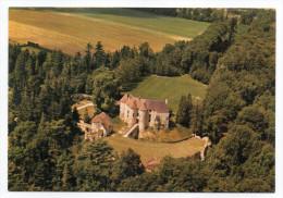 HARCOURT - Château Féodal - Vue Aérienne Du Château Et De La Cour D'Armes ,cpm N° 19620 éd Pierron - Harcourt