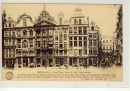 BRUXELLES - Grand Place, La Maison Surmontee De La Statue De St. Boniface ..... - Marktpleinen, Pleinen