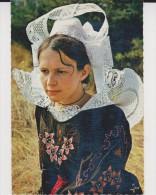 Jeune Fille En Costume De Pont Aven  Bannalec Et Scaer - Vestuarios