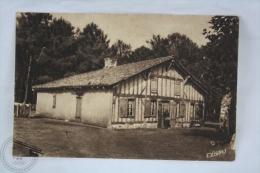 Old France Postcard - Moliets (Landes) Une Vieille Maison Landaise - Unposted - Francia