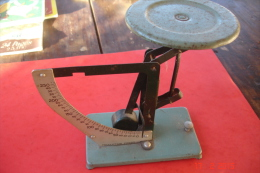 Pèse-lettres De 0 à 250 Grs.production Posso .Années 40.H:16cms L/16,5 Cms - Pèse-lettres