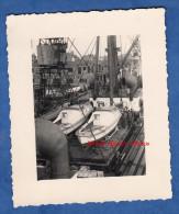Photo Ancienne - Port à Identifier - 2 Petits Bateaux à Bord D'un Gros Bateau - Boat - Boats