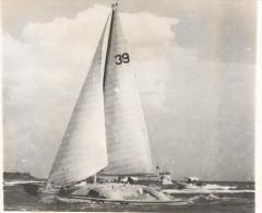 """Photo Ancienne """"Michael Birch Franchissant En Vainqueur La Ligne D´arrivée De La Route Du Rhum"""" 1978 - Boats"""