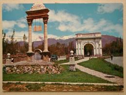 Jeep, Arch Of Triumph Paghman, Afghanistan - Voitures De Tourisme