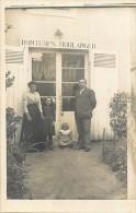 """Ref E428 - A Identifier - Carte Photo  Famille Devant Une Boulangerie -  """" Bontemps Boulanger """" - Boulangeries - - Magasins"""