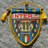 GAGLIARDETTO  INTER MILAN F.C. CAMPIONE D´EUROPA  1964 / 65 VINTAGE  ''ULTIMO DISPONIBILE'' - Habillement, Souvenirs & Autres