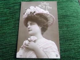 Femme Au Chapeau Rose - Femmes