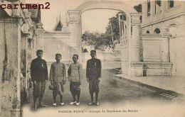 CAMBODGE PHNOM-PENH GROUPE GARDIENS DU PALAIS INDOCHINE - Cambodge