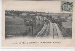 POIX - Le Viaduc - Vue Sur La Route D'Abbeville (train Au 1er Plan) - Poix-de-Picardie