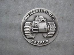 Petite Médaille Embossée Du Musée Des Blindés - Heer