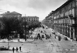 """01229 """"TORINO - VIA SACCHI - STAZIONE PORTA NUOVA"""" ANIMATA, AUTO, PUBBL. PERSIL. CART. POST.  SPEDITA 1950 - Italie"""