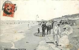 TROUVILLE. SUR LA PLAGE. BELLA CARTOLINA DEL 1910 - Trouville