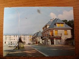 Carte Postale Les Mureaux Place De Bécheville Oblitérée 1983 - Les Mureaux