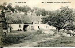N°3447A -cpa La Normandie -à La Ferme Et Aux Chmaps -la Grande Cour- - Fermes