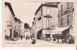MASSAT 364 LA PLACE ET AVENUE SAINT GIRONS (GRAND CAFE DU GLOBE HOMME ET ENFANTS) - Francia