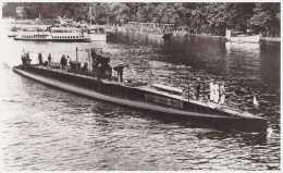 Marine fran�aise - Photographie du sous-marin MONTGOLFIER (sur la Seine ?)