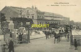Cpa 35 St Malo, La Gare, Cour De L'Arrivée, Superbes Attelages, Vieux Tacot à Gauche.... - Saint Malo