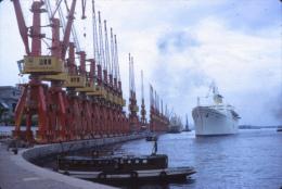 P63 - Navire paquebot Costa FLAVIA et grues port 1971 - Diapositive photo