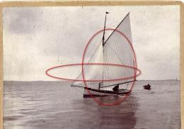 photo souvenir famille voilier chaloupe c�te Atlantique ann�es 1900-10