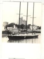 """Photo Ancienne """"Le Voilier ITT OCEANIC Du Navigateur Yvon Fauconnier à La Rochelle""""  1976 - Boten"""
