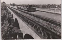 Tarn Et  Garonne :  MOISSAC  : Le  Pont  Canal ,  Péniche - Moissac