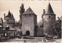 Francia--Fougeres--Entree Du Chateau Sous La Tour De La Haye St-Hilaire-- - Castillos