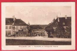 Phalsbourg    --- Paradeplatz , Im Hintergrunde Kaserne  ----- - Phalsbourg