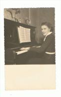 Photo Carte D'une Jeune Femme Jouant Du Piano - Musique, Instrument (1311)b40 - Femmes