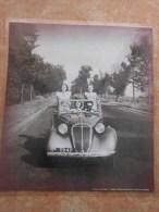 grande repro automobile cartonn�e et plastifi�e : Doisneau ballade route nationale 7 en 1946