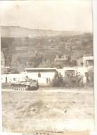 """Photo Ancienne """"Guerre Du Kippour - Un Blindé Israélien Traversant  Kuneitra"""" 1973 - Guerre, Militaire"""