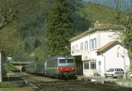 RU 1144 - Train - Loco BB 67577 En Gare - VILLEFORT - Lozère 48 - SNCF - Villefort