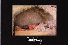Cpm Parthenay (deux Sevres 79)  Eglise Sainte Croix Enfeu Et Gisant De Guillaume VII L'Archevêque Ph Coulais 19 93 - Parthenay