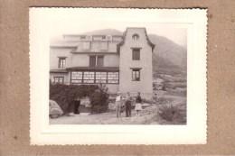 PHOTOS - ANDORRE - ANDORRA - ESCALDES ENGORDANY - PHOTO - HOSTAL DEL SECCAT - CITROÊN 2 CV - BERGER , SUZE - 1962 - Lieux