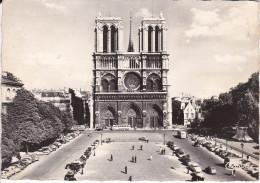 Francia--Paris--1965--Notre Dame Et Le Parvis--Cachet -Paris ,R.Du Louvre - Notre Dame De Paris