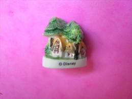 Feve DISNEY Ancienne En Porcelaine CHAUMIERE Serie BLANCHE NEIGE ET LES 7 NAINS 1998 ( Feves ) - Disney