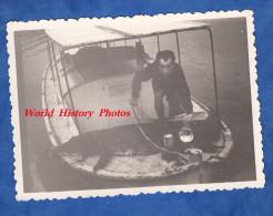 Photo ancienne - Lieu � identifier - Chasse au Crocodile - voir animal sur le bateau - Hunter - Chasseur