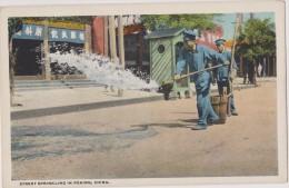 Cpa,asia,asie,1900,chine, China,street  Sprinkling In Peking ,pékin,beijing,métier,rar E,carte Made In Usa - Chine
