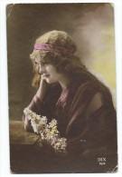 CPA Fantaisie -JEUNE FILLE PENSIVE AU BOUQUET -Ecrite En 1915 - Women