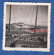 Photo ancienne - Port � identifier - Beau bateau � Quai - Bateau de P�che immatriculation LSID 7001 - Bretagne ?