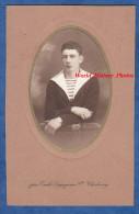 Photo ancienne - CHERBOURG - Portrait d�un Marin - photographie Legagneur - plaque militaire au poignet Marine Nationale