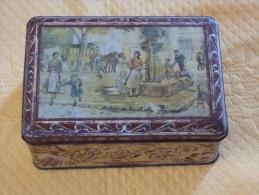 """Ancienne Boîte Rectangulaire En Tôle """"La Fontaine Du Village"""" -Exclusivité Biscuits Flor Montpellier - - Popular Art"""